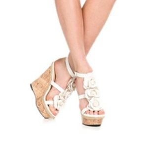 Justfab Marguerite White Rosette Wedges 8.5 nwt